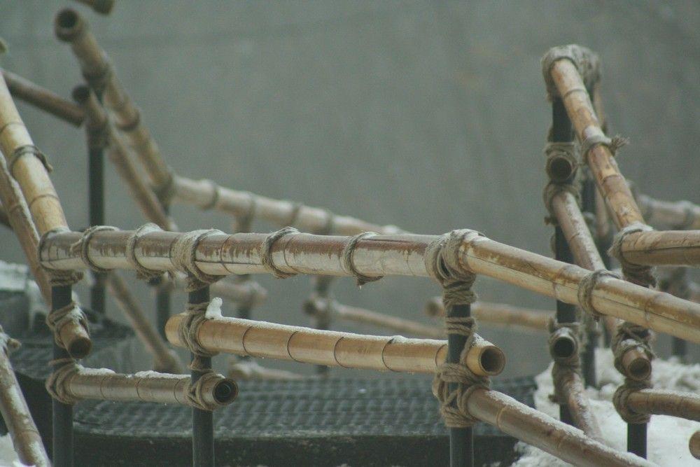 Изделия из бамбука - декор, перегородки, светильники.
